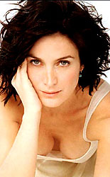 canadian star carrie-anne moss hot boobs
